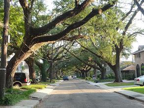 Photo: rue résidentielle près du cimetière de la Métairie