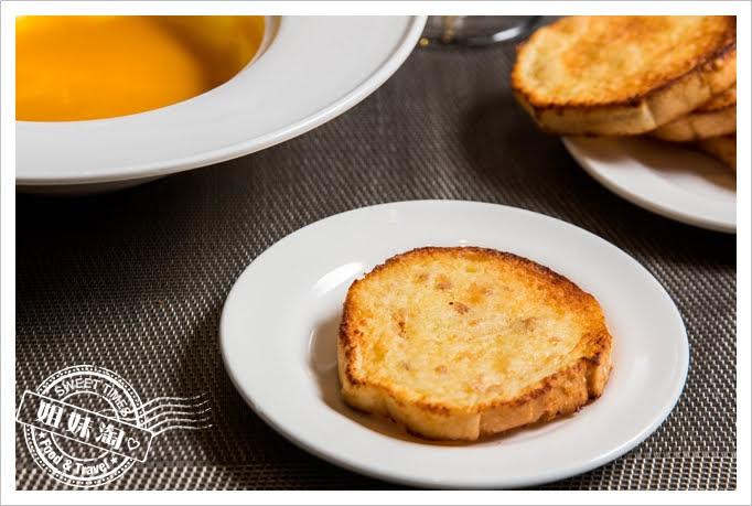 家蒂諾鐵板燒溫莎花園現烤香酥麵包