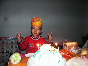 Photo: baby son, warrenzh, 朱楚甲 glad with his cake his dad, benzrad, 朱子卓 promised on his birthday, even its now not his birthday.