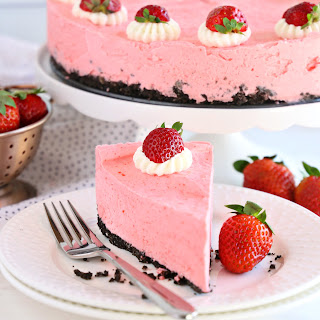Easy No Bake Strawberry Cheesecake.