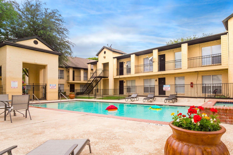 Bella Vista Park Apartments For Rent In Dallas Texas