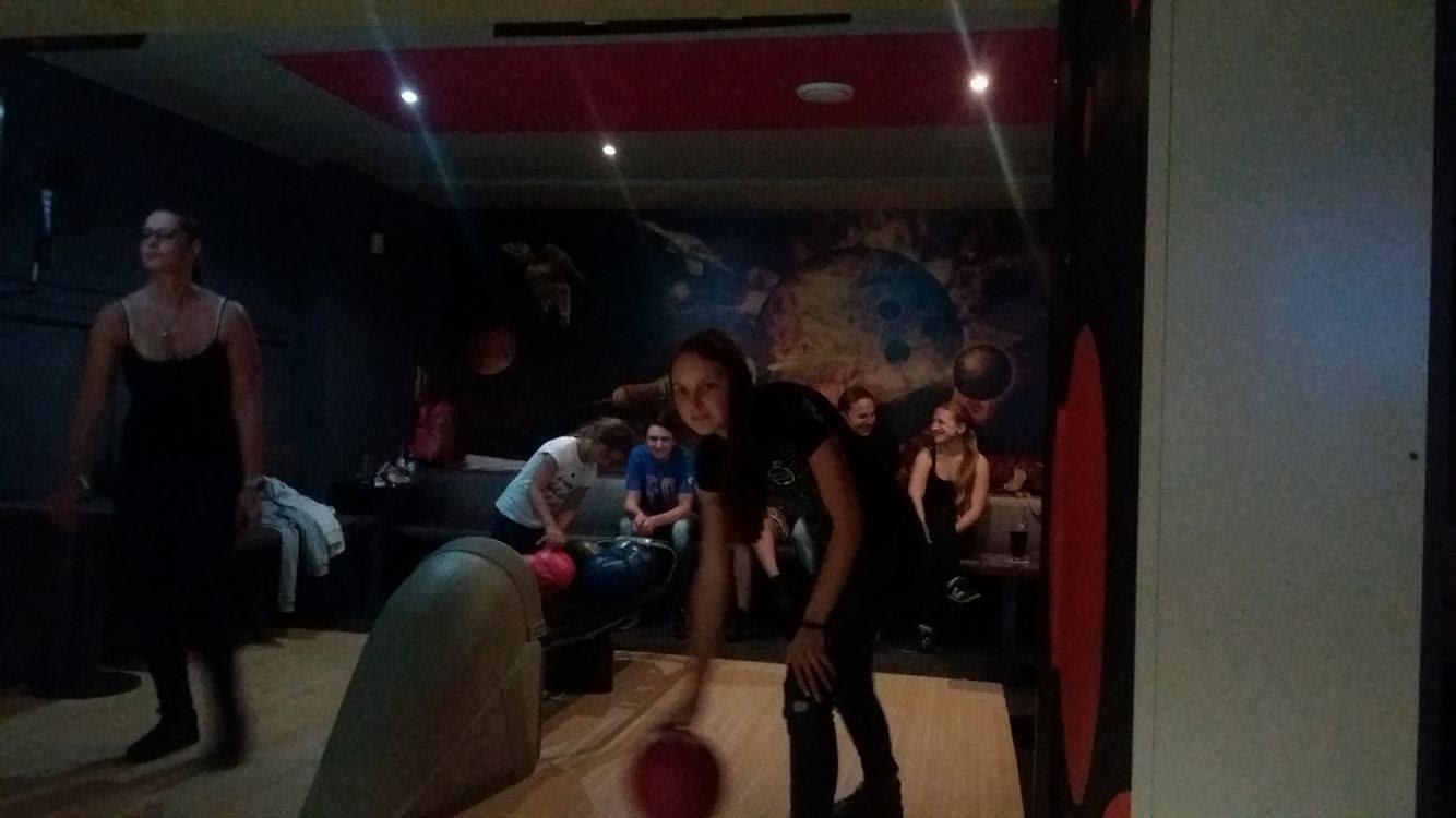 Mládež na bowlingu v ML