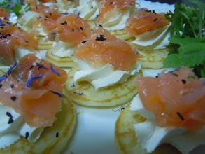Photo: Blinis au chèvre fais & aneth, chiffonnade de saumon