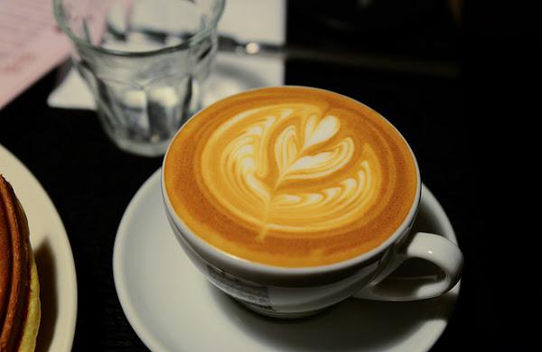 Caf'e est 易斯特咖啡