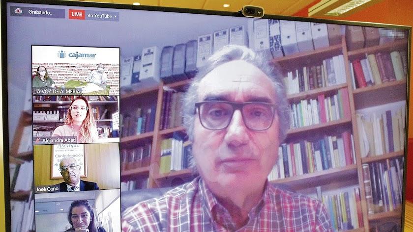 El catedrático de la Universidad de Almería en su intervención.