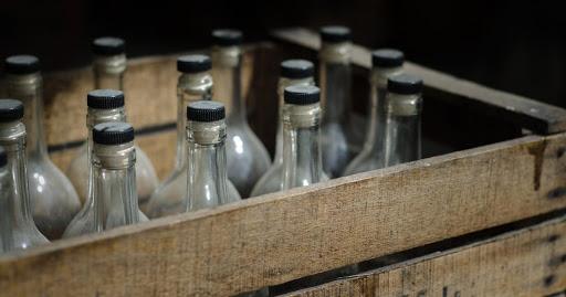 Caja de botellas de contrabando