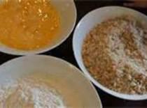 Set up 3 bowls one w/cup flour s&p, 1 w/1 egg and 2tsp water...