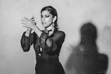 Tatiana Ganoza, danseuse et chorégraphe de flamenco diplômée en Danse Thérapie, avec plus de dix ans d'expérience dans la pédagogie et la transmission de l'art et la culture Flamenco en France, Espagne, Pérou et les EEUU. Elle reviens de Séville pour animer nos cours à l'année et stages de danse dans l'Hérault°°°