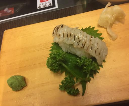 這家的比目魚握壽司,給他一個滿分