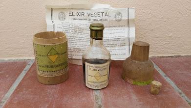 Photo: Très bel exemplaire d'un ancien élixir végétal #Chartreuse de Tarragone