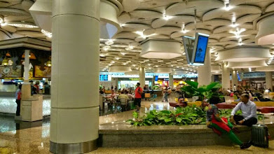 Photo: Bustling Mumbai International Airport (Chhatrapati Shivaji International Airport) at a night. Shared by my husband on the 8th June. 11th June updated (日本語はこちら) - http://jp.asksiddhi.in/daily_detail.php?id=570