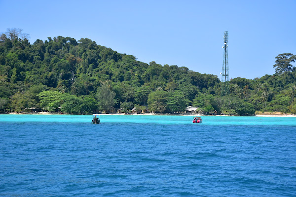 Cruise by speed boat to Koh Kradan for lunch
