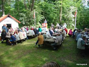 Photo: Deltagere ved grundlovsfesten lytter til grundlovstalen