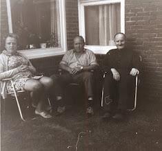 Photo: Hennie en Willem Mensies en Jan Kleef (1974)