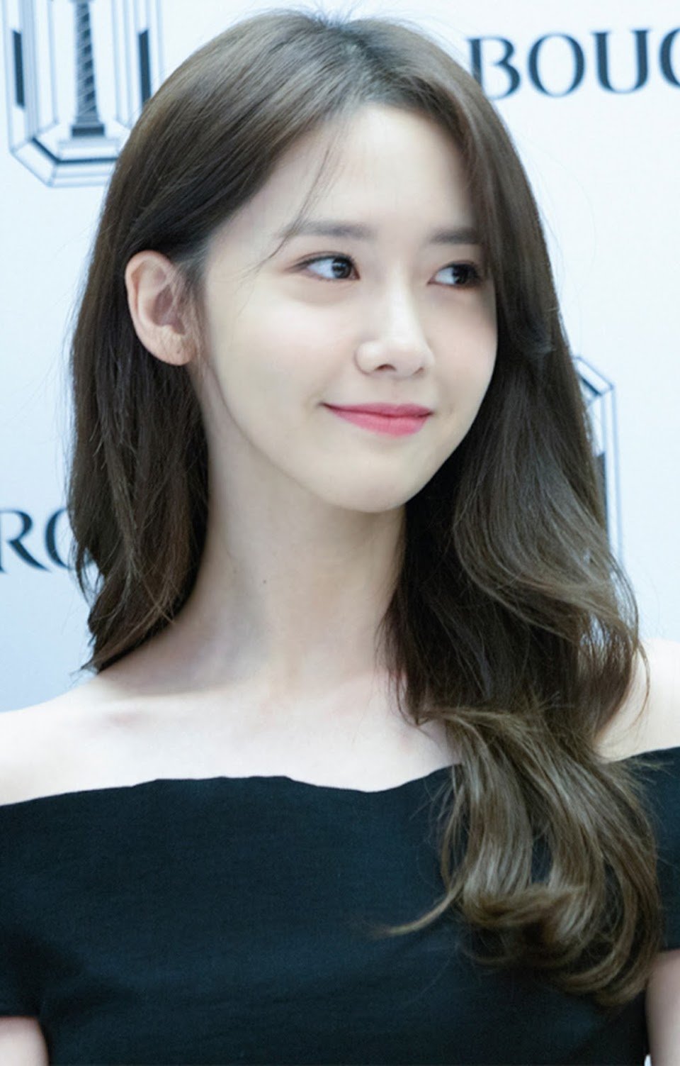 Im_Yoon-ah_at_a_Bucheron_event_in_November_2016_(cropped)