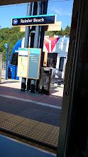 Photo: 今日のLink light railはDELTAのアド車両になってる。