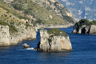 Photo: sc. Scruopolo, sullo sfondo in alto Torre di Crapolla e a dx parte di Isca