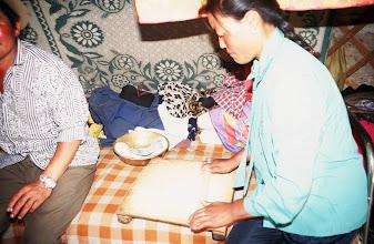 Photo: 03246 ブルド/バスハダール家/麺作り