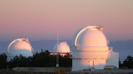 Imagen de las tres cúpulas del observatorio de Calar Alto.