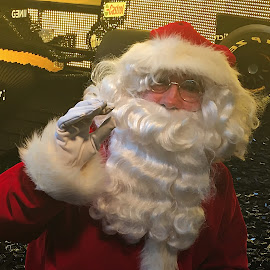 Idea by Dobrin Anca - Public Holidays Christmas ( paris, ideas, decoration, green, street )