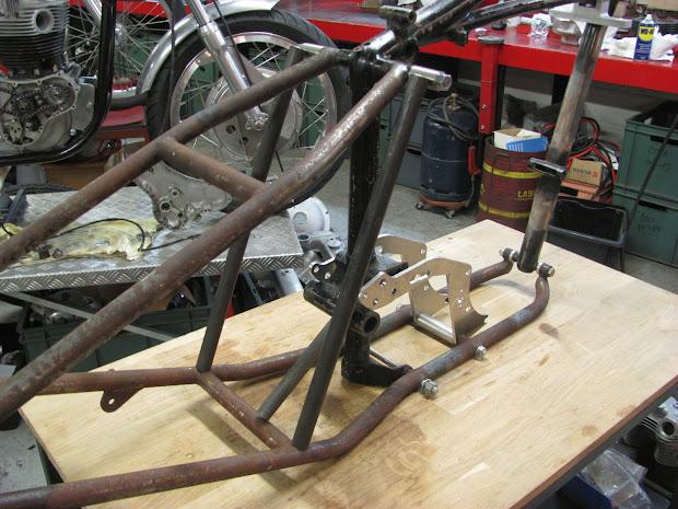 Frame modified for place a blower on Triumph Pré-Unit, by Machines et Moteurs.