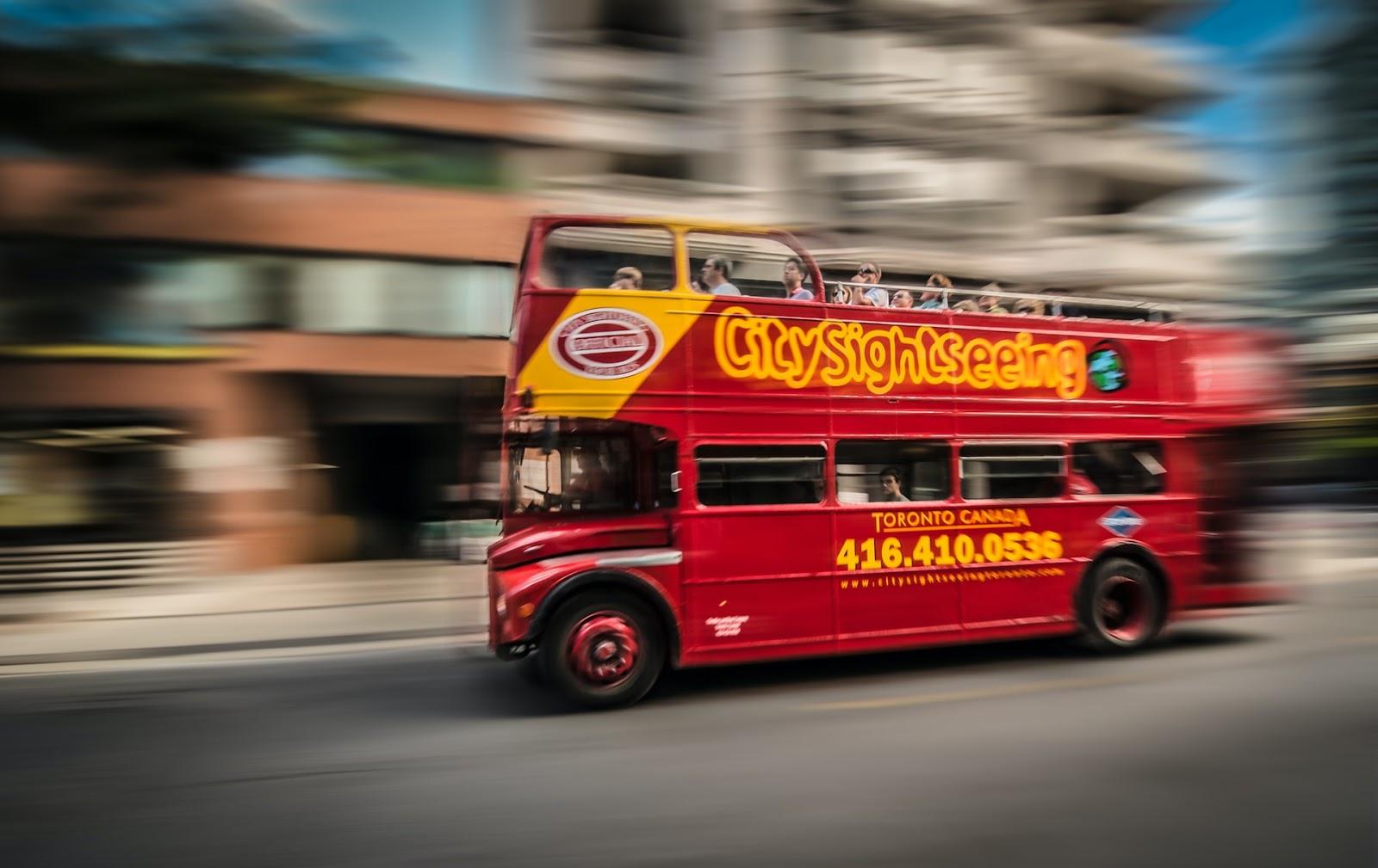 Was sind Hop-on-Hop-off-Bustouren und wie funktionieren sie?