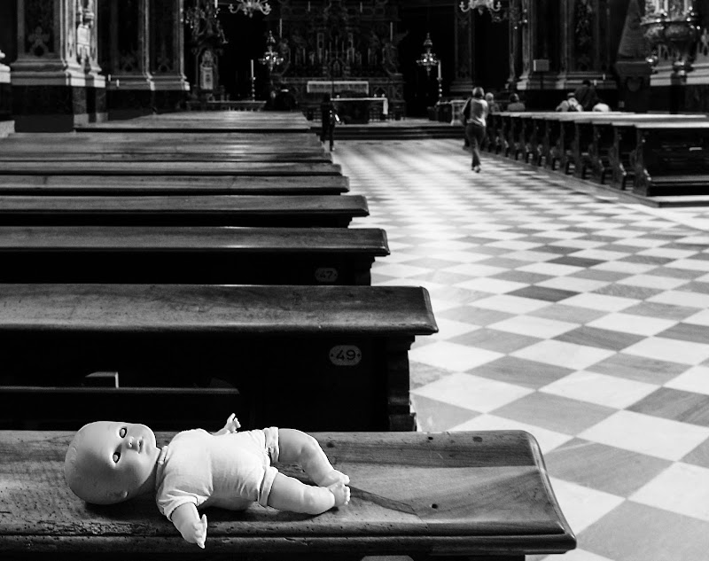Da qualche parte, una bimba piange di Diana Cimino Cocco