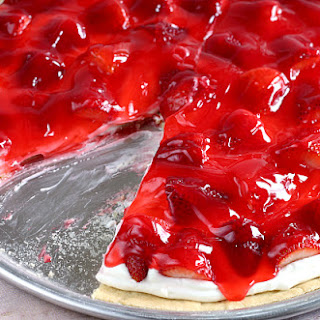 GLAZED STRAWBERRY FRUIT PIZZA.