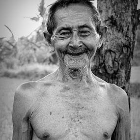 Abah by Evi  Dellas Octavia - People Portraits of Men