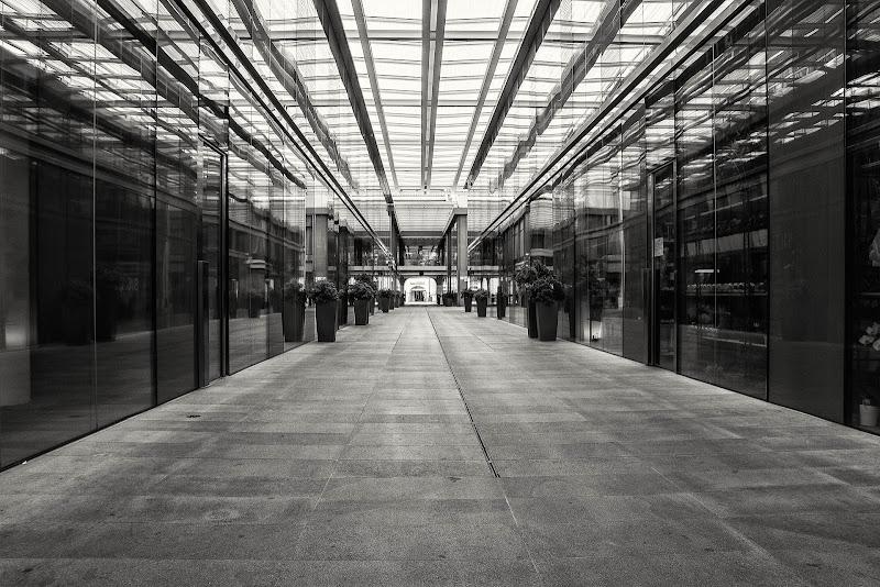 Fuga in Galleria. di Zampi