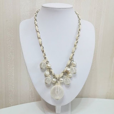 Item No. N155-250-160  Metal chain and transparent plastic bead covered by lace. Adjustable Iength 編號: N155-250-160. 金屬鍊及蕾絲包裹透明膠珠. 可調較長短 #jewel #bracelet #necklace #jewelry。#jewellery。#jewelrygram #fashionjewelry。#fashion。#fashionista。#accessory。#accessories。#fashionaccessories #頸。#頸鏈。#頸連。#頸錬。#飾。#飾物 #歐美。#手錬。#歐美風。#手飾。#飾品 #手飾品。#靚。#美 #鍊。#時裝 #項鏈 #手鐲