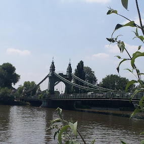Hammersmith em dia de calor. by Sérgio Brimbote - Buildings & Architecture Bridges & Suspended Structures