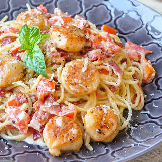 Creamy Garlic Scallop Spaghetti with Bacon.