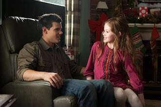 Photo: (L-R) TAYLOR LAUTNER and MACKENZIE FOY star in THE TWILIGHT SAGA: BREAKING DAWN-PART 2Ph: Andrew Cooper, SMPSP© 2011 Summit Entertainment, LLC.  All rights reserved.