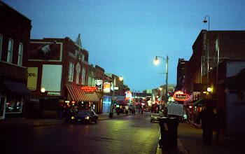 Photo: noční Memphis