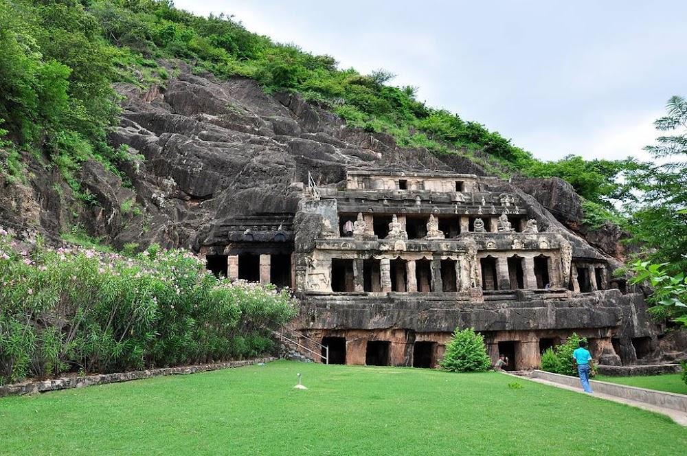 undavalli caves in Andhra Pradesh_image
