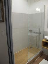 Photo: Sn4HR0315-160203StLouis, hôtel 'La Résidence', chambre, salle de bain, douche IMG_0314