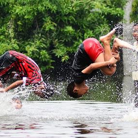 up side down by Dhannie Setiawan - Babies & Children Children Candids ( water, playing, splash, children, kids, fun )