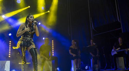 La cantante India Martínez enamora a los almerienses en una noche llena de arte
