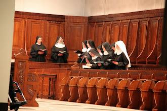 Photo: På Abtei St. Hildegard var vi til Vesper, hvor her er et billede af de ellers usynlige nonner.