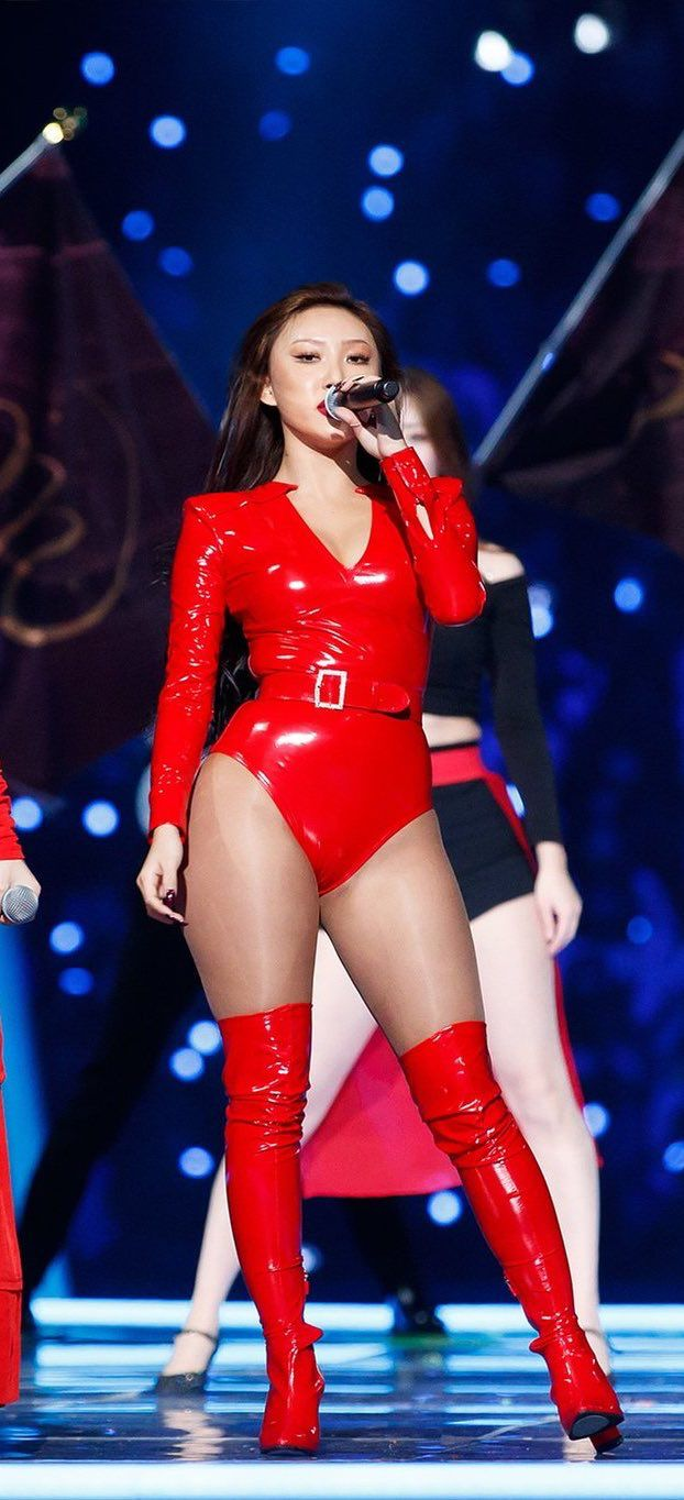 recognizable stage outfit 20
