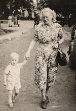 Photo: Jan Hadderingh en zijn moeder Hennie Hadderingh-Kleef
