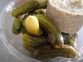 Photo: Plateau de charcuteries variées campagnarde (100g/pers.) et pain condiments