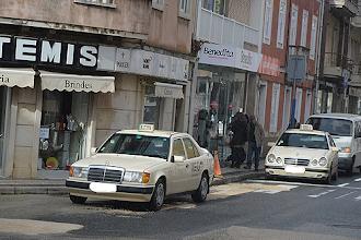 Photo: Provisoriamente os taxistas passaram para a Rua Heróis da Grande Guerra