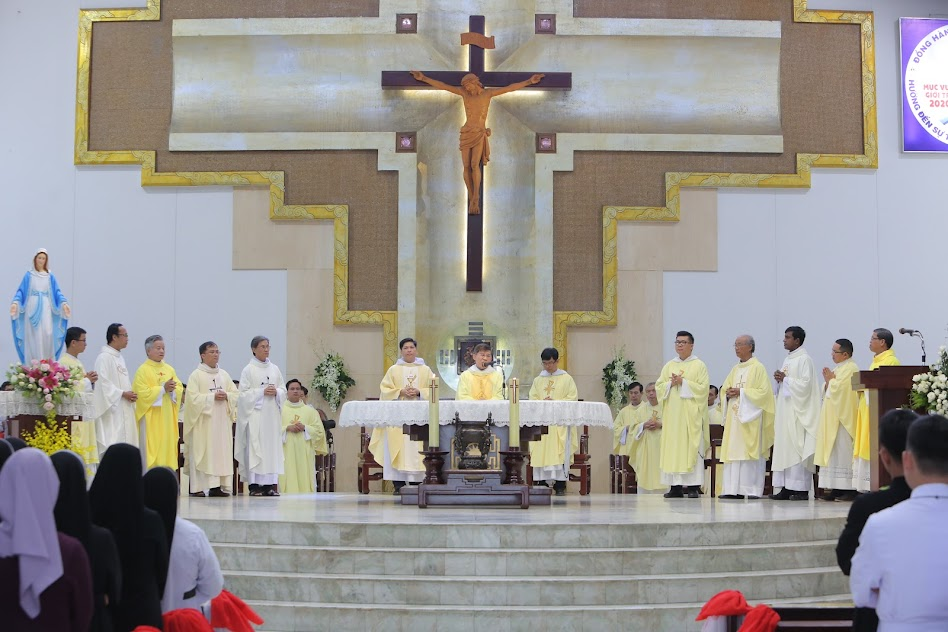 Thánh lễ mừng Bổn mạng và Kim khánh Trung Tâm Sedes Sapientiae