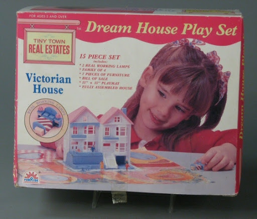 Dollhouse | play set:Tiny Town Real Estates Dream House: Victorian House