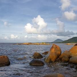 Stone Beach by Mulawardi Sutanto - Nature Up Close Rock & Stone ( mantap, bagus, beach, batu burung, travel, stone, singkawang )