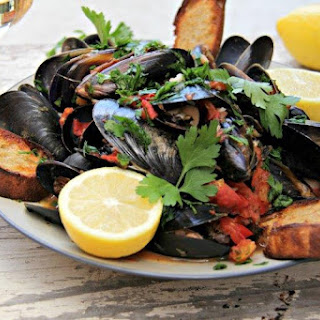 Steamed Greek Mussels