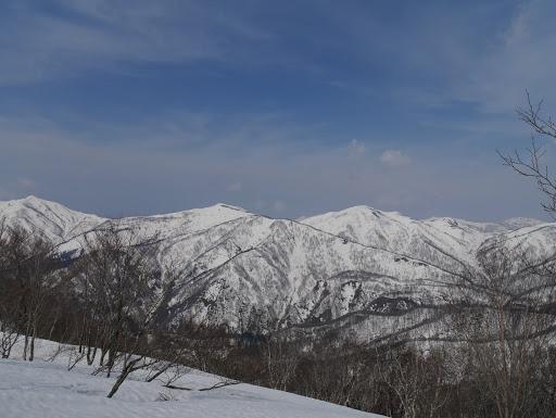 左から野伏ヶ岳・薙刀山・日岸山など