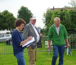 Photo: Keurmeesters P. van Haperen en J. Krikken. Aspirant A. van Zutphen.